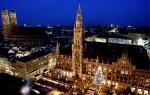 Der Muenchner Christkindlmarkt und das Rathaus strahlen am Montag (28.11.05) waehrend der Blauen Stunde in weihnachtlichem Lichterglanz. Mit der Eroeffnung des zentralen Muenchner Weihnachtsmarktes auf dem Marienplatz begann am Freitag (25.11.05) die Weih